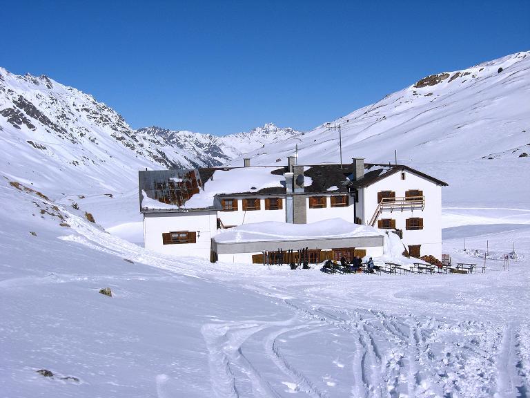 Foto: Andreas Koller / Ski Tour / Gipfelrunde im Fimbertal (3009 m) / Die Heidelbergerhütte im Fimbertal / 19.02.2008 23:43:51