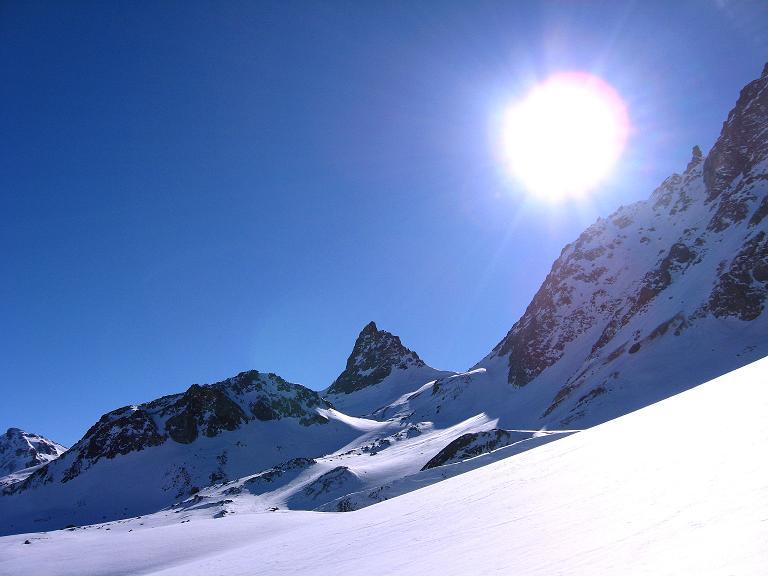 Foto: Andreas Koller / Ski Tour / Gipfelrunde im Fimbertal (3009 m) / Aufstieg vorbei an Zahnspitze (3096 m) und Pauleckturm (3072 m) / 19.02.2008 23:41:39
