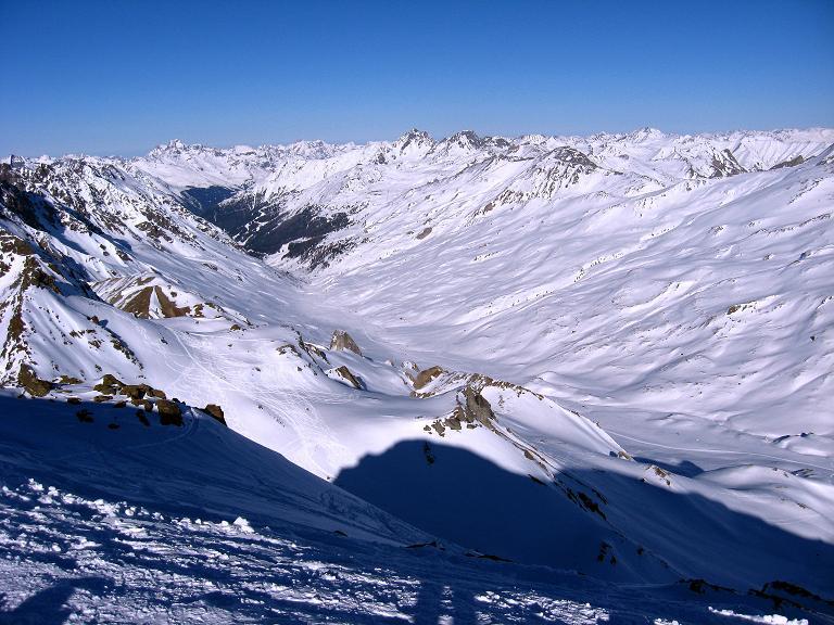 Foto: Andreas Koller / Ski Tour / Gipfelrunde im Fimbertal (3009 m) / Von der Larainfernerspitze überblickt man das gesamte Fimbertal / 19.02.2008 23:36:58