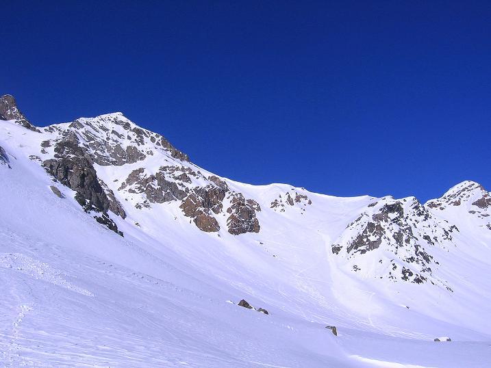 Foto: Andreas Koller / Ski Tour / Piz Minschun - Aussichtsloge hoch über dem Engadin (3068 m) / Der Piz Minschun und Piz Oscar (2951 m), dazwischen der Sattel / 21.02.2008 20:15:49