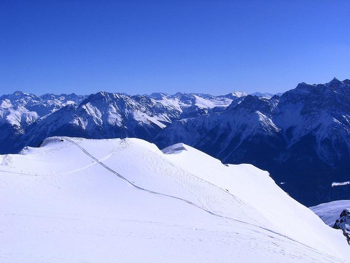 Foto: Andreas Koller / Ski Tour / Piz Minschun - Aussichtsloge hoch über dem Engadin (3068 m) / Je höher im Kar, desto freier die Sicht / 21.02.2008 20:07:17