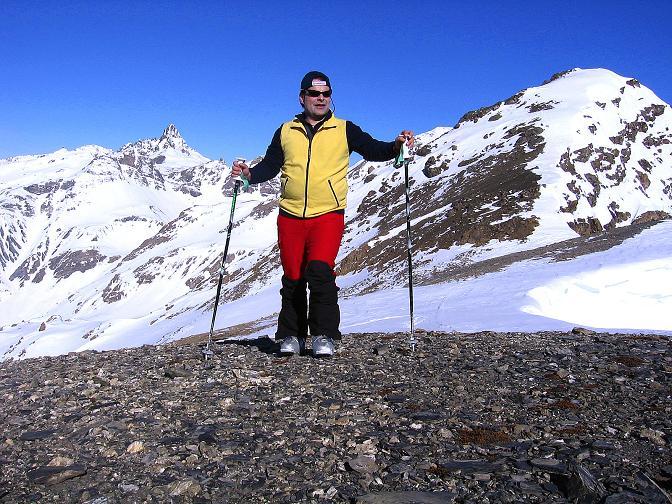 Foto: Andreas Koller / Ski Tour / Piz Minschun - Aussichtsloge hoch über dem Engadin (3068 m) / Rast am Sattel mit Piz Osacar (2951 m) und Fluchthorn (3399 m) im Hintergrund / 21.02.2008 20:04:11