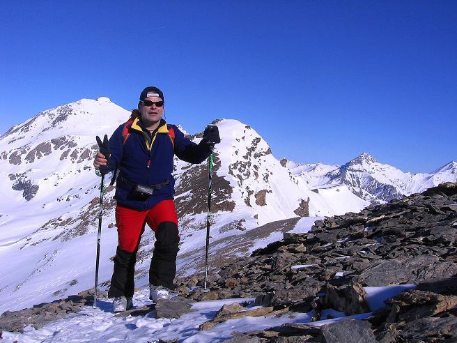 Foto: Andreas Koller / Ski Tour / Piz Minschun - Aussichtsloge hoch über dem Engadin (3068 m) / Anstieg vom Sattel mit Piz Oscar (2951 m) und Piz Tasna (3179 m) im Hintergrund / 21.02.2008 20:02:48