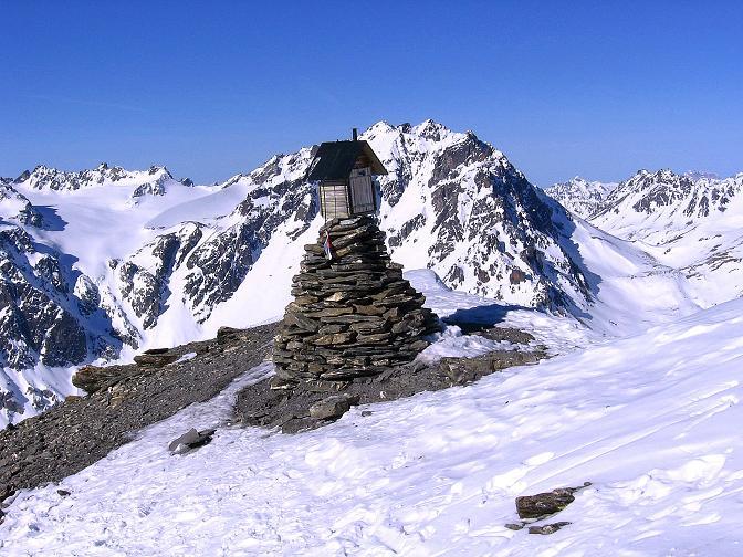 Foto: Andreas Koller / Ski Tour / Piz Minschun - Aussichtsloge hoch über dem Engadin (3068 m) / Gipfel des Piz Minschun mit Blick auf den Augstenberg (3230 m) / 21.02.2008 20:01:13