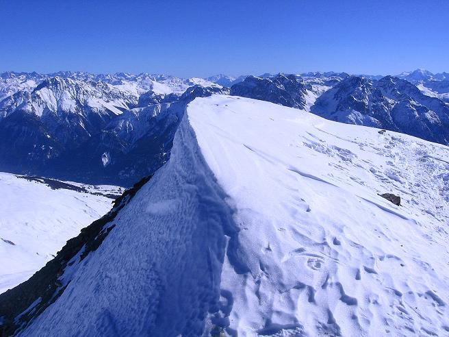 Foto: Andreas Koller / Ski Tour / Piz Minschun - Aussichtsloge hoch über dem Engadin (3068 m) / Gipfelwächte am Piz Minschun / 21.02.2008 19:59:08