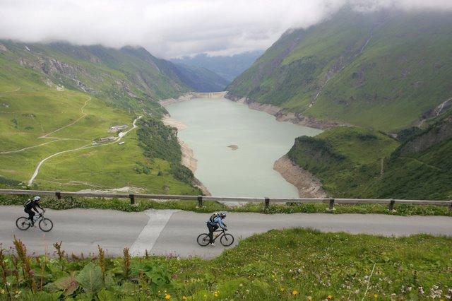 Foto: Romana Koeroesi / Mountainbike Tour / Bike Infection / Hillclimb / Radtag Mooserboden - Blick auf Limbergsperre. Copyright by Erwin Haiden / 29.04.2008 12:00:52
