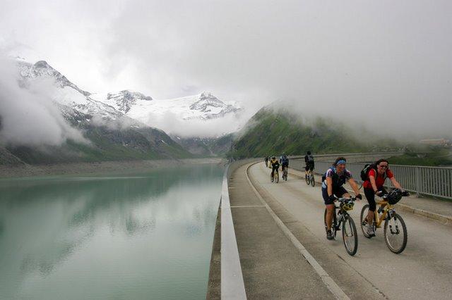 Foto: Romana Koeroesi / Mountainbike Tour / Bike Infection / Hillclimb / Fahrt über die Moosersperre. Copyright by Erwin Haiden / 29.04.2008 12:02:14
