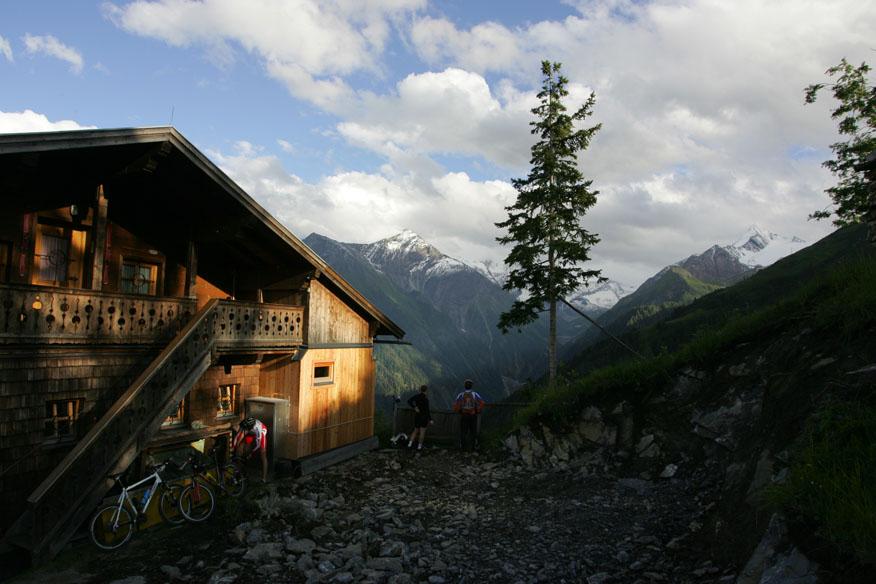 Foto: bikeinfection / Mountainbike Tour / Bike Infection / Hillclimb / Zielpunkt des HILLCLIMBS: Berggasthof Glocknerblick / 26.02.2008 15:33:49