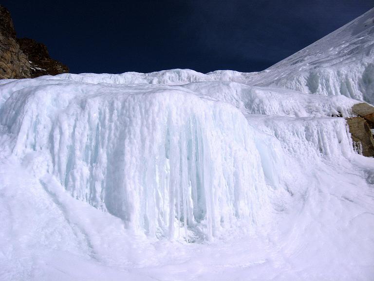 Foto: Andreas Koller / Ski Tour / Durch das Rosimtal auf die Schildspitze (3461m) / Die Eiskaskaden / 22.02.2008 02:23:04