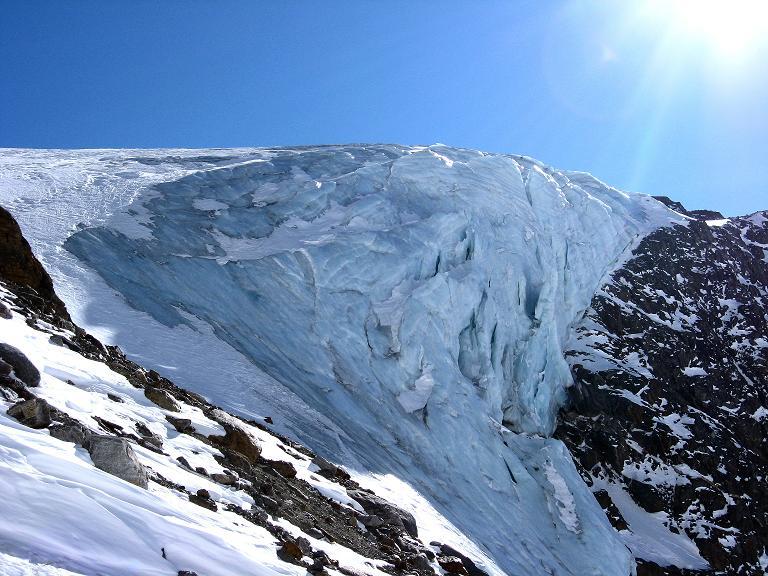 Foto: Andreas Koller / Ski Tour / Durch das Rosimtal auf die Schildspitze (3461m) / Eisbruch des Rosimferners / 22.02.2008 02:20:42