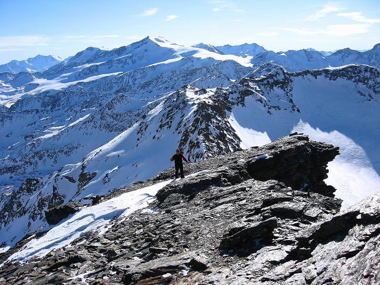 Foto: Andreas Koller / Ski Tour / Durch das Rosimtal auf die Schildspitze (3461m) / Die letzten Meter am S-Grat / 22.02.2008 02:18:59