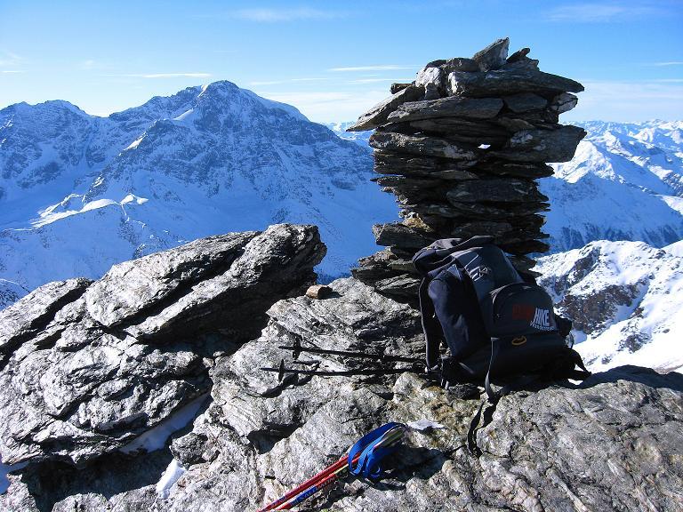 Foto: Andreas Koller / Ski Tour / Durch das Rosimtal auf die Schildspitze (3461m) / Gipfelsteinmann auf der Schildspitze / 22.02.2008 02:18:12