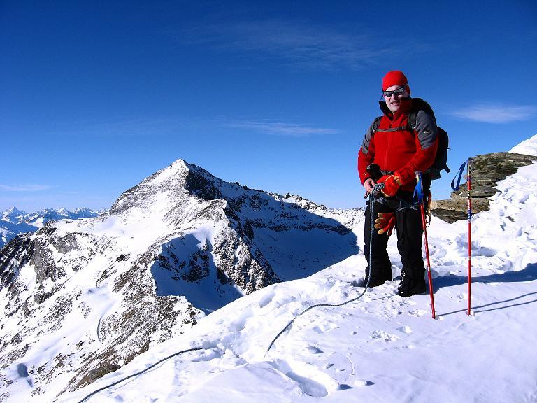 Foto: Andreas Koller / Ski Tour / Durch das Rosimtal auf die Schildspitze (3461m) / Anseilen zum steilen Abstieg in der S-Flanke / 22.02.2008 02:12:36