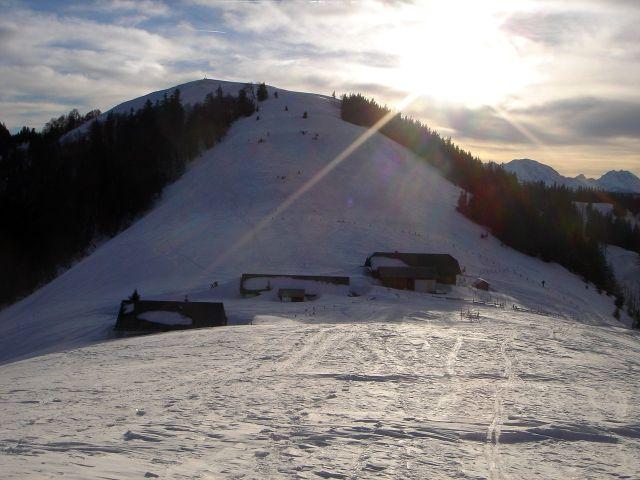 Foto: Manfred Karl / Ski Tour / Faistenauer Schafberg (1559m) / Die Almhütten im Sattel zwischen Loibersbacher Höhe und Schafberg / 22.02.2008 16:12:41