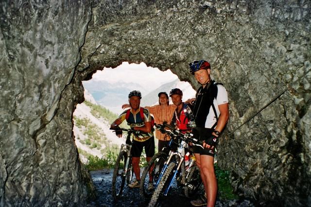 Foto: Jürgen Lindlbauer / Mountainbike Tour / Nauders-SurEn-Val d´Unia Schlucht-Sesvennahütte-Reschensee / Im Tunnel! / 24.02.2008 19:48:57