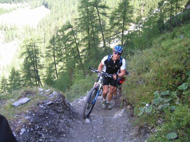 Foto: Jürgen Lindlbauer / Mountainbike Tour / Nauders-SurEn-Val d´Unia Schlucht-Sesvennahütte-Reschensee / Tragen oder schieben ?? / 24.02.2008 19:51:40