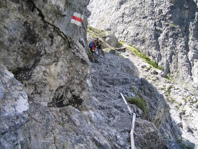 Foto: Jürgen Lindlbauer / Mountainbike Tour / Nauders-SurEn-Val d´Unia Schlucht-Sesvennahütte-Reschensee / Steil geht es hir hinauf! / 24.02.2008 19:50:16