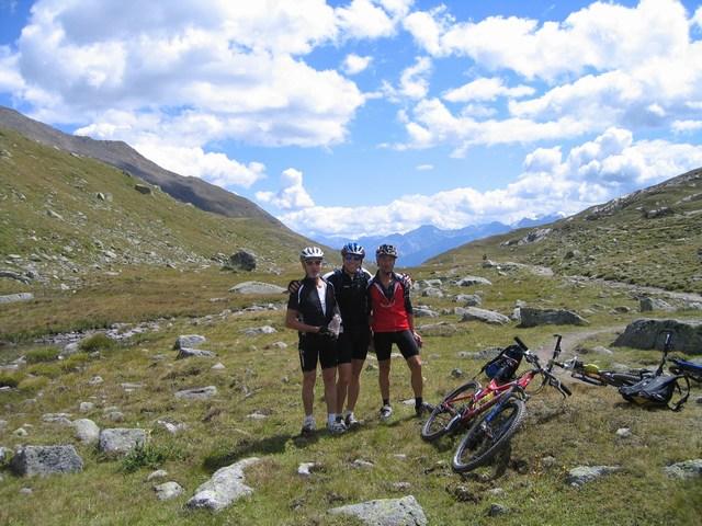 Foto: Jürgen Lindlbauer / Mountainbike Tour / Nauders-SurEn-Val d´Unia Schlucht-Sesvennahütte-Reschensee / Am Schlinigpass auf 2309m / 24.02.2008 19:43:04