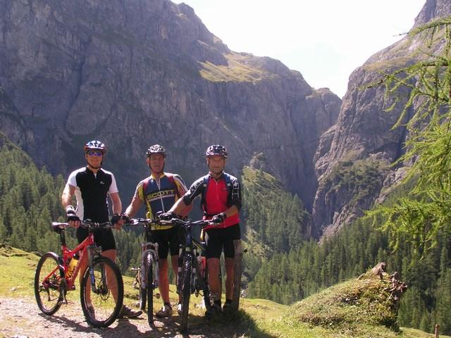 Foto: Jürgen Lindlbauer / Mountainbike Tour / Nauders-SurEn-Val d´Unia Schlucht-Sesvennahütte-Reschensee / Letztes Fotos vor dem Schiebestück / 24.02.2008 19:53:30