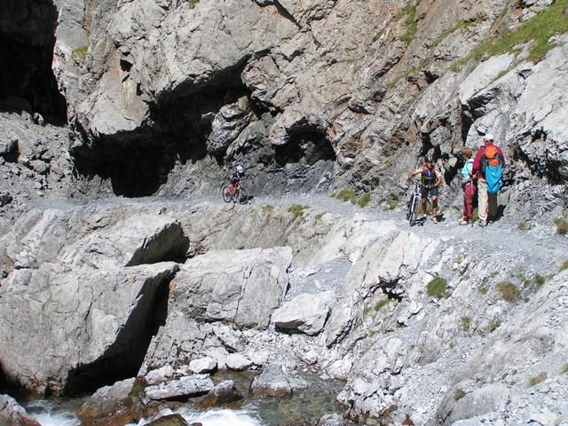 Foto: Jürgen Lindlbauer / Mountainbike Tour / Nauders-SurEn-Val d´Unia Schlucht-Sesvennahütte-Reschensee / Am Ende der Schlucht  / 24.02.2008 19:45:52