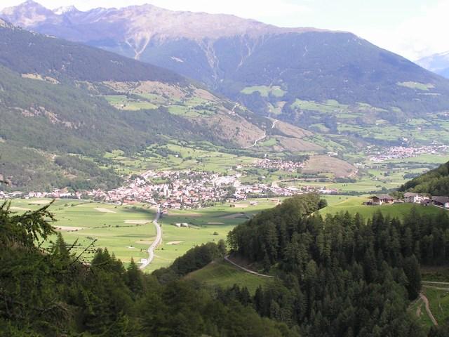 Foto: Jürgen Lindlbauer / Mountainbike Tour / Nauders-SurEn-Val d´Unia Schlucht-Sesvennahütte-Reschensee / Vom Waldhöhenwanderweg mit Blick auf Mals im Vinschgau / 24.02.2008 19:39:04