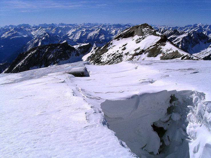 Foto: Andreas Koller / Ski Tour / Im Banne des Großglockners auf den Teufelskamp (3511m) / Riesenspalte am Teischnitzkees / 26.02.2008 21:27:01