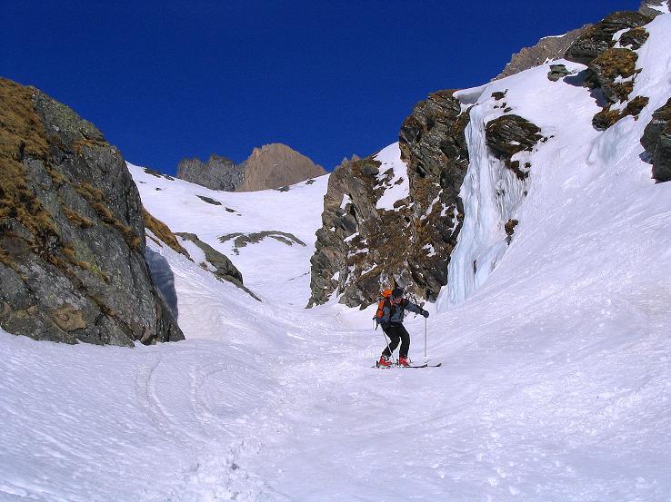 Foto: Andreas Koller / Ski Tour / Im Banne des Großglockners auf den Teufelskamp (3511m) / In der Engstelle der Abfahrt von der Stüdlhütte / 26.02.2008 21:20:58