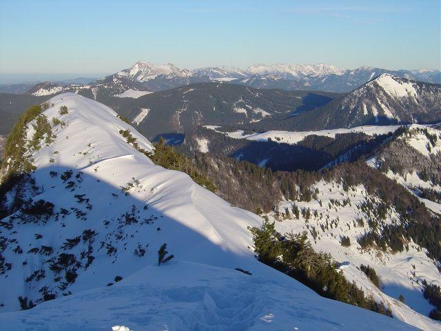 Foto: Manfred Karl / Ski Tour / Über den Tennerwinkel auf den Schmittenstein / Vom Gipfel gegen den Schafberg und das Höllengebirge / 29.02.2008 16:38:29