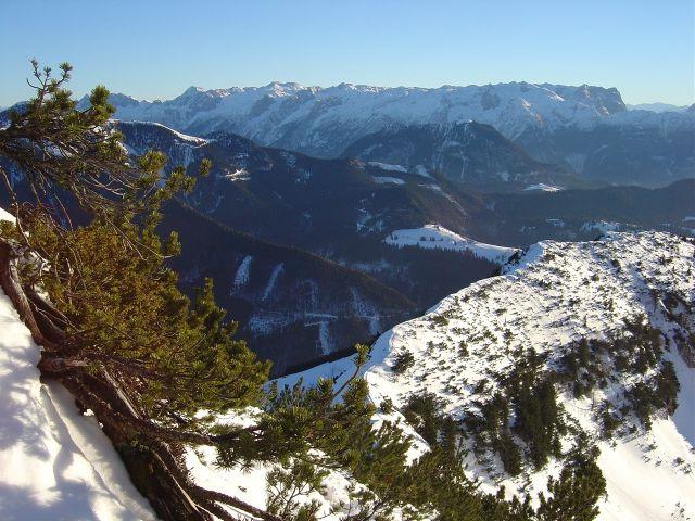 Foto: Manfred Karl / Ski Tour / Über den Tennerwinkel auf den Schmittenstein / Ausblick über den Schlenkstein zum Tennengebirge / 29.02.2008 16:37:56