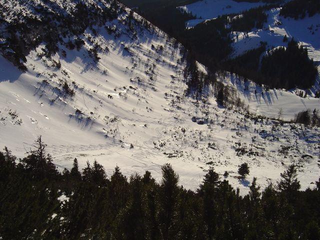 Foto: Manfred Karl / Ski Tour / Über den Tennerwinkel auf den Schmittenstein / Tiefblick vom Grat in den Tennerwinkel / 29.02.2008 16:37:31