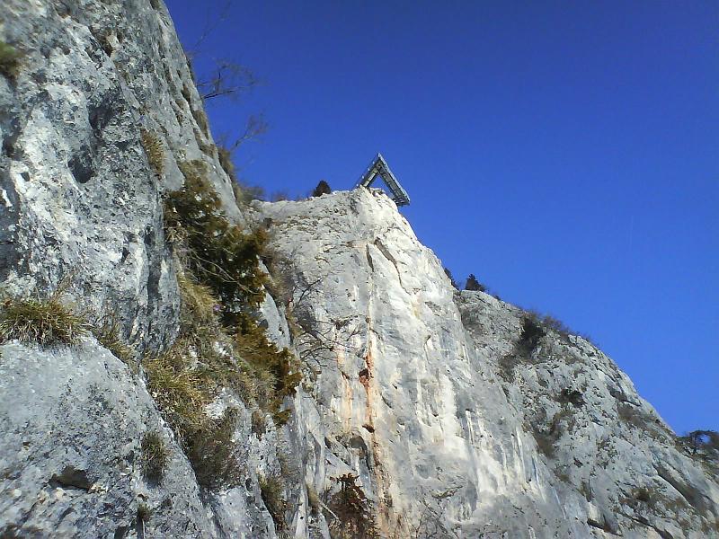 Foto: AbsolutAlpin.at / Klettersteig Tour / HTL - Steig / Blick auf den Skywalk (kurz nach dem Steigbuch) / 10.03.2008 14:50:54
