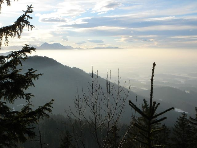 Foto: Manfred Karl / Wander Tour / Ein Berg für alle Jahreszeiten / Ausblick vom Steinwandl zu den Chiemgauer Bergen / 15.03.2008 15:34:40