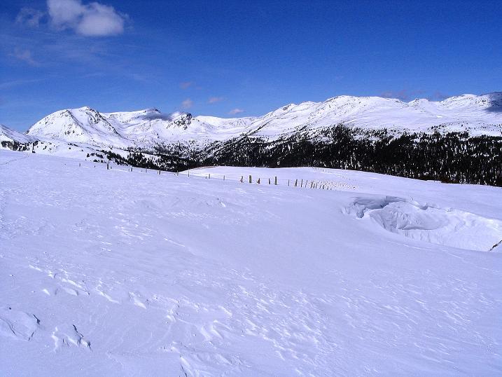 Foto: Andreas Koller / Ski Tour / Von der Turrach auf das Gregerlnock (2296m) / Vom Hirschenkogel Blick ins Herz der Nockberge / 16.03.2008 16:39:16