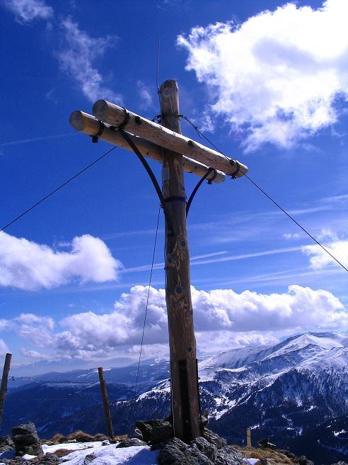 Foto: Andreas Koller / Ski Tour / Von der Turrach auf das Gregerlnock (2296m) / Dsa große Gipfelkreuz mit Blick nach S / 16.03.2008 16:33:51