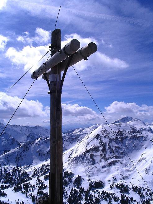 Foto: Andreas Koller / Ski Tour / Von der Turrach auf das Gregerlnock (2296m) / Gipfelkreuz mit Blick nach SW / 16.03.2008 16:32:54