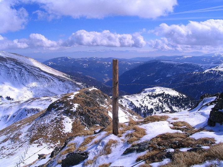 Foto: Andreas Koller / Ski Tour / Von der Turrach auf das Gregerlnock (2296m) / Blick nach SO zu den Karawanken und Steiner Alpen / 16.03.2008 16:32:34