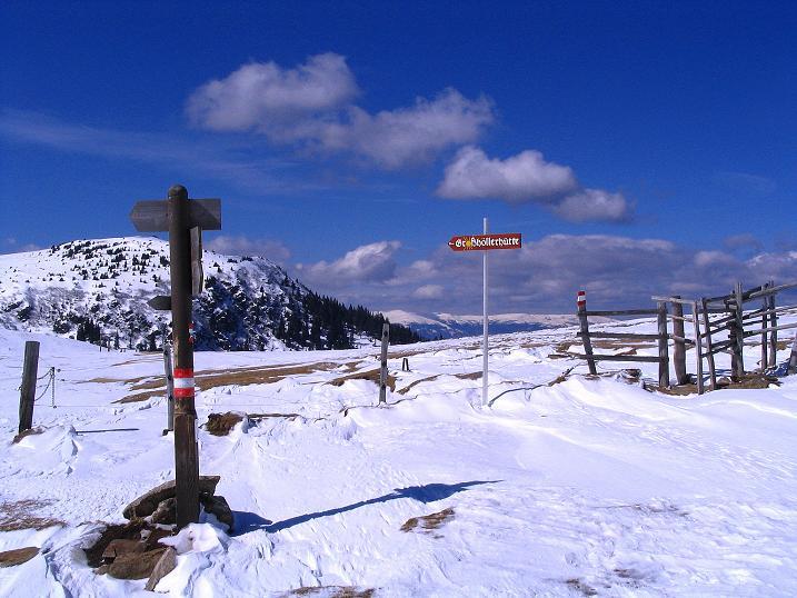 Foto: Andreas Koller / Ski Tour / Tour Goldhaube: Von der Weinebene auf die Koralpe (2140m) / Gut markiert und mit Wegtafeln versehen: der Sattel bei der Grillitschhütte / 20.03.2008 03:19:38