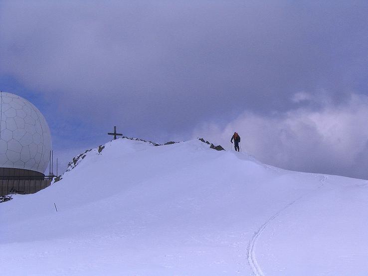Foto: Andreas Koller / Ski Tour / Tour Goldhaube: Von der Weinebene auf die Koralpe (2140m) / O-Grat und Radarkuppel am Speikkogel / 20.03.2008 03:12:33