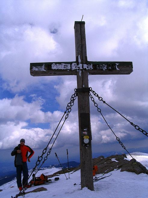 Foto: Andreas Koller / Ski Tour / Tour Goldhaube: Von der Weinebene auf die Koralpe (2140m) / Gipfelkreuz am Großen Speikkogel / 20.03.2008 03:11:03