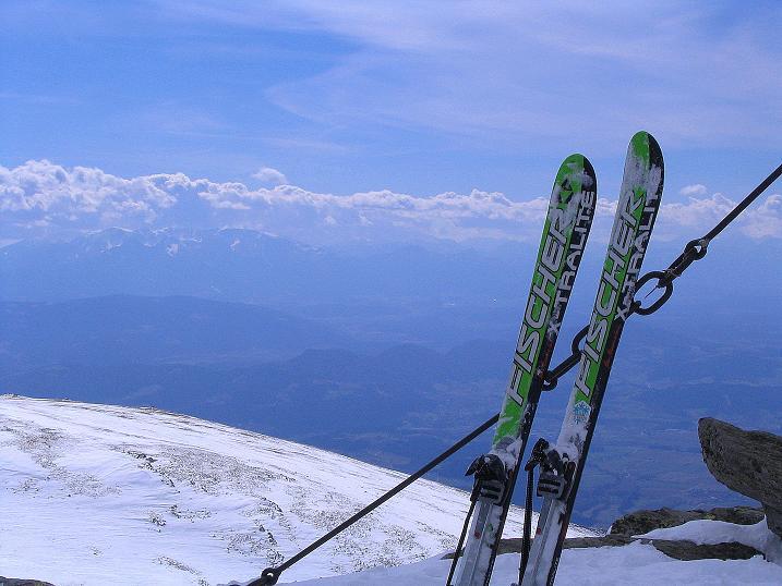 Foto: Andreas Koller / Ski Tour / Tour Goldhaube: Von der Weinebene auf die Koralpe (2140m) / Blick vom Gipfel nach SW zur Petzen (2114 m) und den Steiner Alpen in Slowenien / 20.03.2008 03:10:45