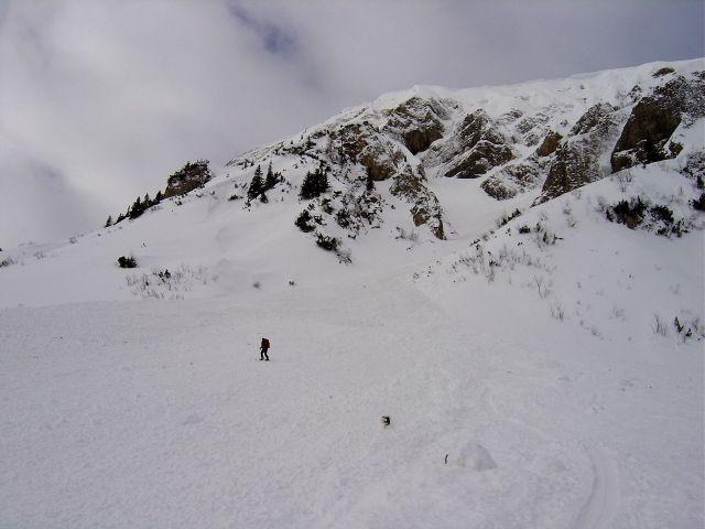 Foto: Manfred Karl / Ski Tour / Namloser Wetterspitze, 2553 m / Querung eines Lawinenstriches nach der Fallerscheinalpe. / 28.03.2008 23:38:33