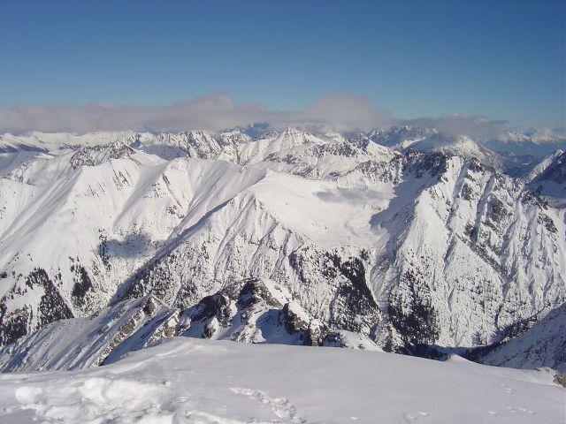 Foto: Manfred Karl / Ski Tour / Namloser Wetterspitze, 2553 m / Blick nach Osten auf das abziehende Schlechtwetter / 28.03.2008 23:28:41