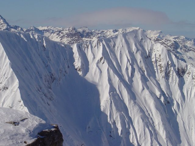 Foto: Manfred Karl / Ski Tour / Namloser Wetterspitze, 2553 m / Schön - und gefährlich. Kreuzspitzenkamm. / 28.03.2008 23:27:48
