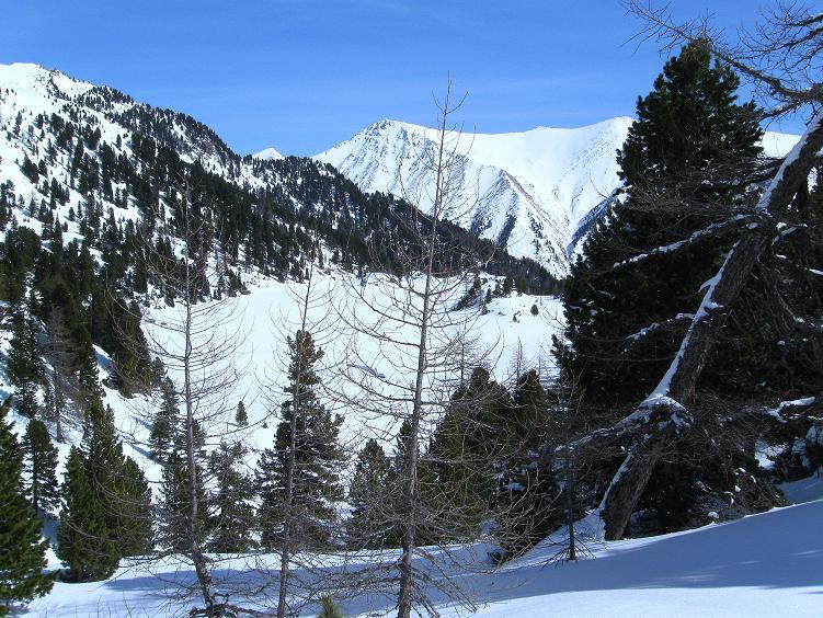 Foto: Andreas Koller / Ski Tour / Über die Zwieflerseen auf den Zinken (2191m) / Blick auf den Unteren Zwieflersee und die Wölzer Tauern / 31.03.2008 18:56:21