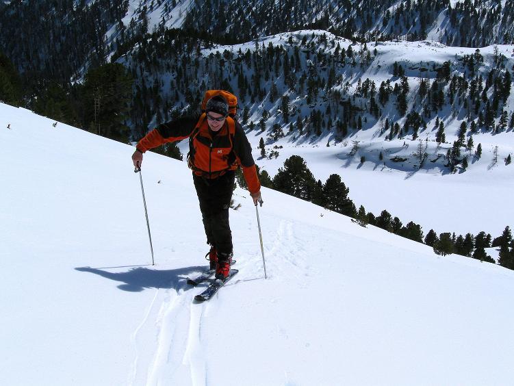Foto: Andreas Koller / Ski Tour / Über die Zwieflerseen auf den Zinken (2191m) / Steiler Anstieg mit Blick auf den Unteren Zwieflersee / 31.03.2008 18:48:51
