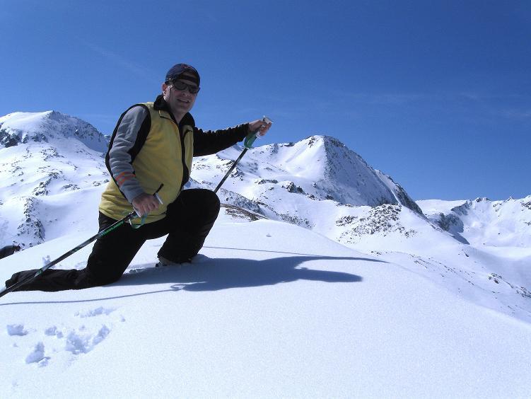 Foto: Andreas Koller / Ski Tour / Über die Zwieflerseen auf den Zinken (2191m) / Gipfelfoto mit Schöderkogel im Hintergrund (2500 m) / 31.03.2008 18:40:45