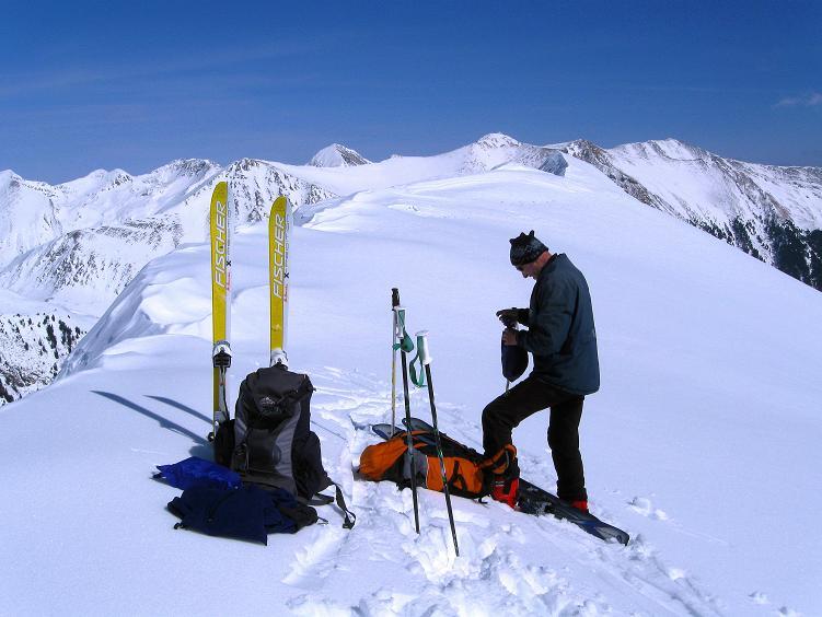 Foto: Andreas Koller / Ski Tour / Über die Zwieflerseen auf den Zinken (2191m) / Gipfelrast am Zinken / 31.03.2008 18:39:46