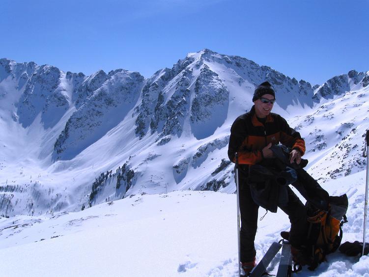 Foto: Andreas Koller / Ski Tour / Über die Zwieflerseen auf den Zinken (2191m) / Am Gipfel des Zinken mit Blick auf den Arkogel (2441 m) / 31.03.2008 18:38:04