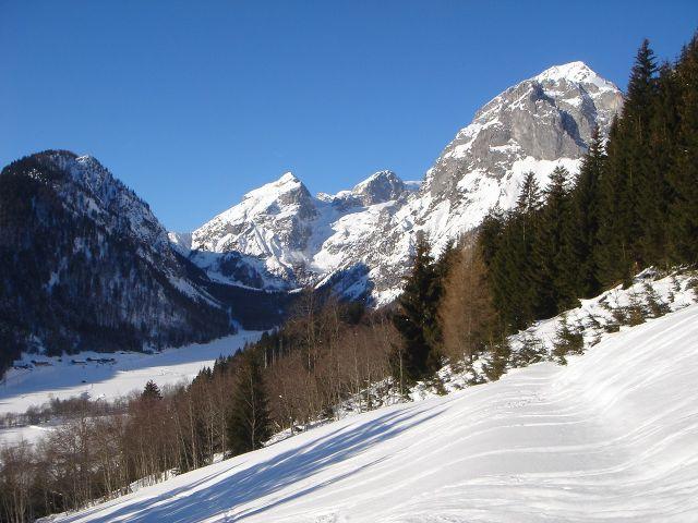 Foto: Manfred Karl / Ski Tour / Hochkarfelderkopf, 2219 m / Talschluss des Lammertales mit Tauernkogel, Briet- und Fritzerkogel im Bild / 04.04.2008 22:55:50