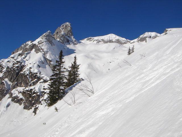 Foto: Manfred Karl / Ski Tour / Hochkarfelderkopf, 2219 m / Am unteren Rand des Kares / 04.04.2008 22:53:54